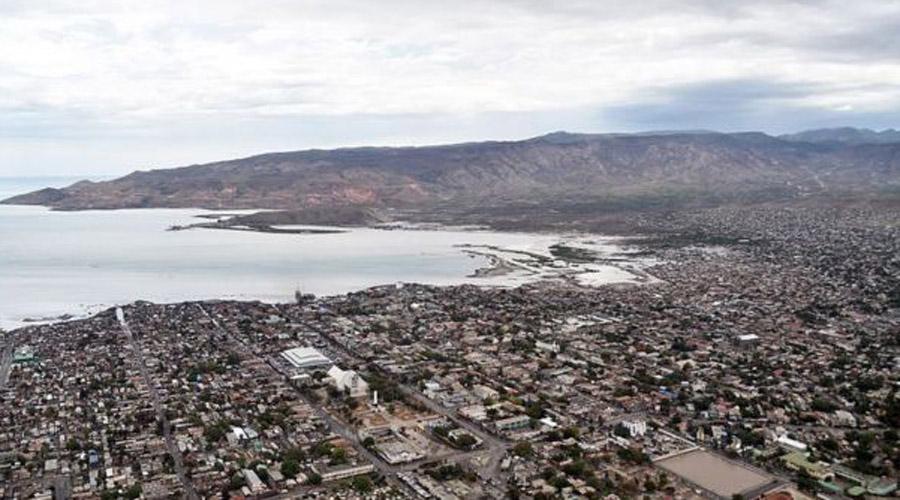 Гонаив Гаити Здесь живут самые отчаянные люди планеты. Ураганы буквально уничтожают эту местность: в 2008 шторм Фэй накрыл южную часть города, затем последовал ураган Густав, потом пришли Ханна и Айк. Гонаив буквально смыло в море, но власти зачем-то отстроили несчастливый город заново.