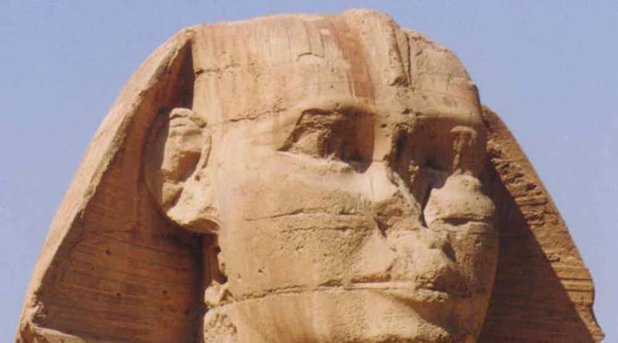 Сфинкс и его пропавший нос Распространенная информация о том, что нос сфинкса взорвал Наполеон, не более чем легенда. Судя по историческим документам, ответственность за порчу великой статуи несет благочестивый суфийский мусульманин Мухаммад Саим аль-Дах: таким образом он пытался уменьшить религиозное значение сфинкса.