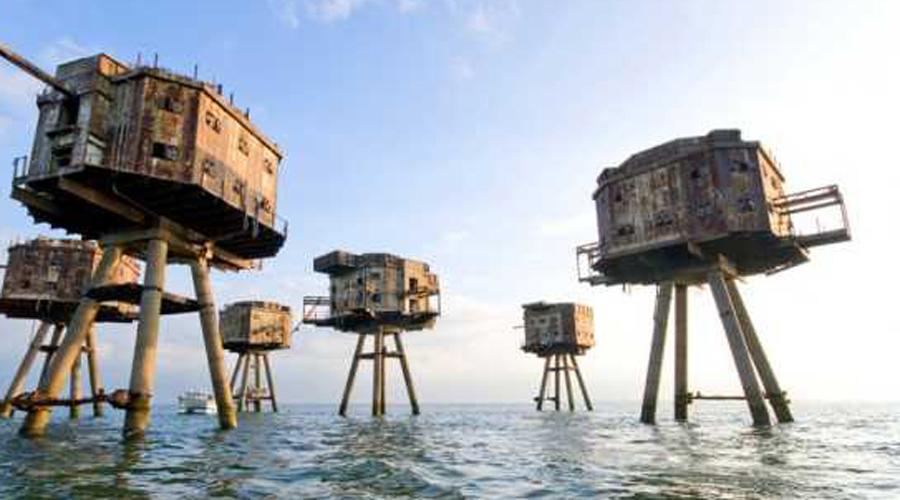 Форты Маунселла Странные, не похожие на дело рук человеческих военные форты были выстроены в прибрежной зоне Великобритании во время Второй мировой войны. Примерно с 1954 года дома на распорках стоят всеми покинутыми и демонтировать их никто не спешит.