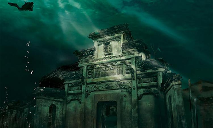 Дварака По легенде, выстроить Двараку повелел индусам сам Кришна. Город должен был прославлять божество в 16 108 серебряных храмов (именно столько жен имелось у любвеобильного бога). Реальная Дварака и в самом деле обнаружилась в описанном легендами месте, только глубоко под водой. Сегодня археологи предполагают, что морская пучина поглотила Двараку во втором тысячелетии до нашей эры.