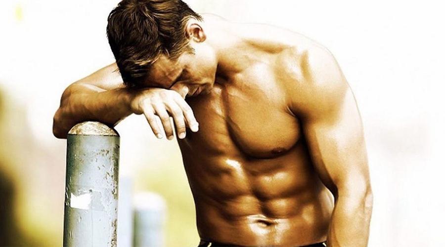 Отдых Не пропускать тренировки — круто. Ходить в зал ежедневно — нет. По крайней мере, нужно вести дневник и точно понимать, какую группу мышц в какой день вы тренировали. Перерыв между работой на одну группу мышц должен составлять не менее двух суток.