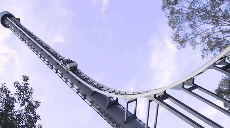 Tower of Terror Австралия Австралийская «Башня ужаса» полностью оправдывает свое название. Смельчаки буквально взлетают на высоту в 120 метров всего за 7 секунд, а затем начинается безумное падение вниз: 160 км/ч и перегрузки в 4,5g заставят кричать от ужаса даже самых стойких.