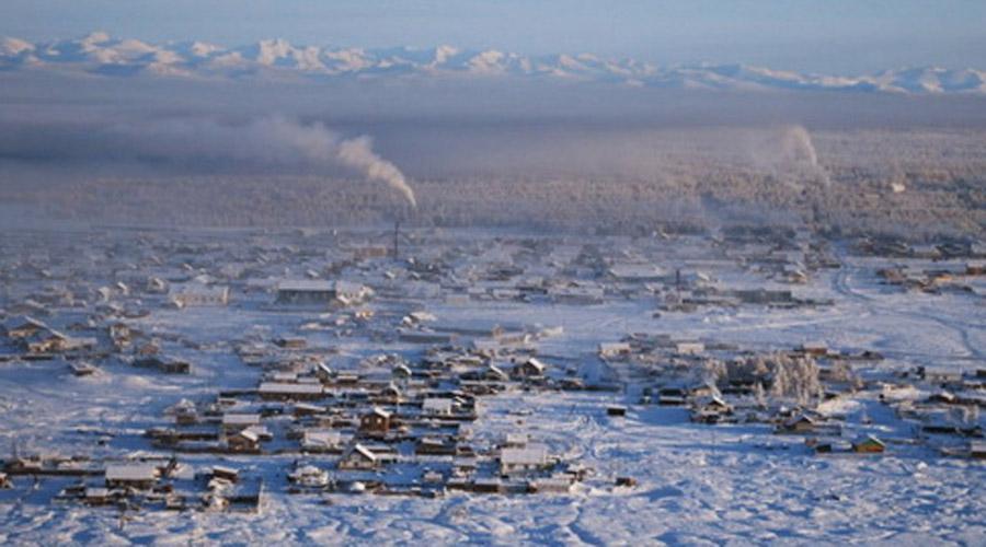 Верхоянск Россия Зачем люди вообще приехали сюда, в глубь Сибири? Верхоянск находится за Полярным кругом и температура здесь опускается до -67 градусов Цельсия. Правда, это, конечно, экстремальное значение, обычно здесь всего каких-то -40.