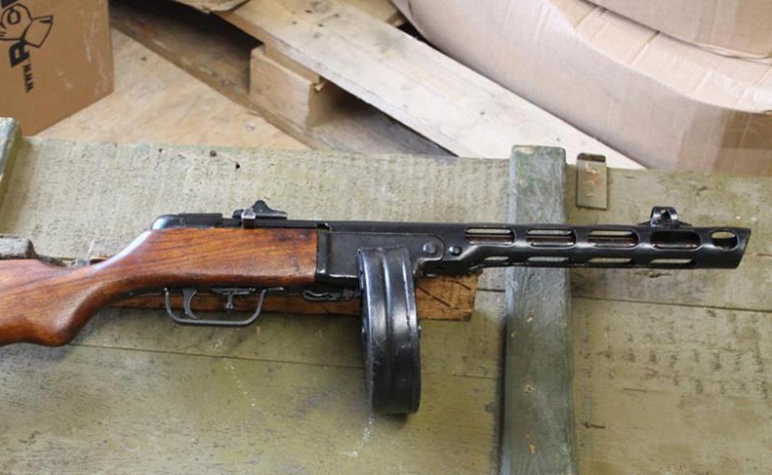 ППШ Пистолет-пулемет Шпагина пришел на замену конструкции Дегтярева. Простое, функциональное, поистине боевое оружие стало настоящим символом советского солдата Второй мировой войны.