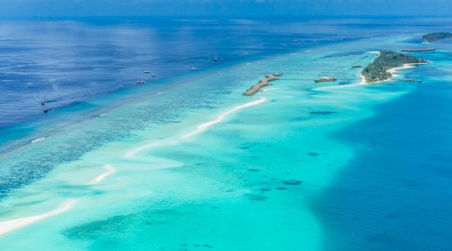Мальдивы К сожалению, эти тропические острова, для многих уже ставшие символом земного рая, в скором времени исчезнут с лица земли навсегда. Уже сегодня примерно 80% островов поднимаются всего на метр над уровнем моря. Ученые полагают, что менее чем через пятьдесят лет Мальдивы пропадут полностью.