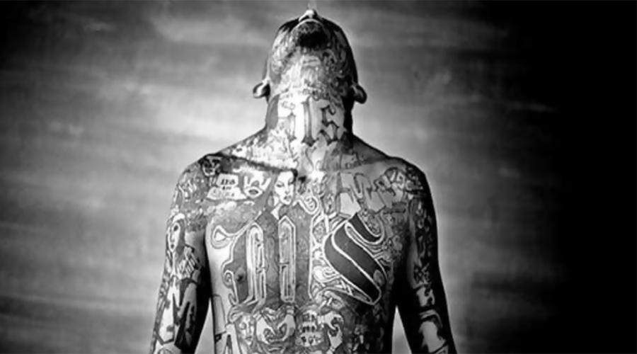 MS13 Эта банда считается одной из самых жестоких в США. В культуре группировки существует целый ряд особых татуировок, которые очень не рекомендуется делать простым людям. Члены MS13, сочтя что имеют дело с самозванцем, выжигают рисунок с помощью бензина.