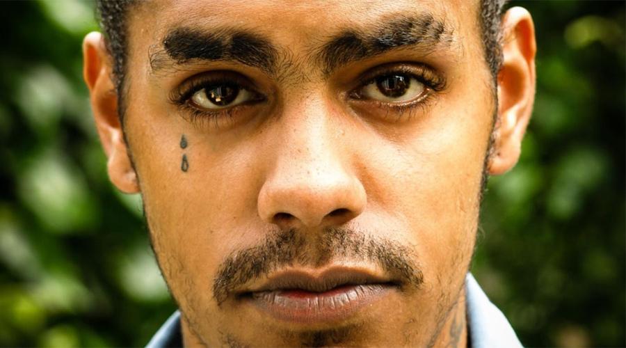 Слеза За такое спрашивают маргиналы Северной Америки и Австралии. Дело в том, что слеза на лице обозначает совершенное убийство — на свободе или уже в тюрьме определяет тип рисунка.