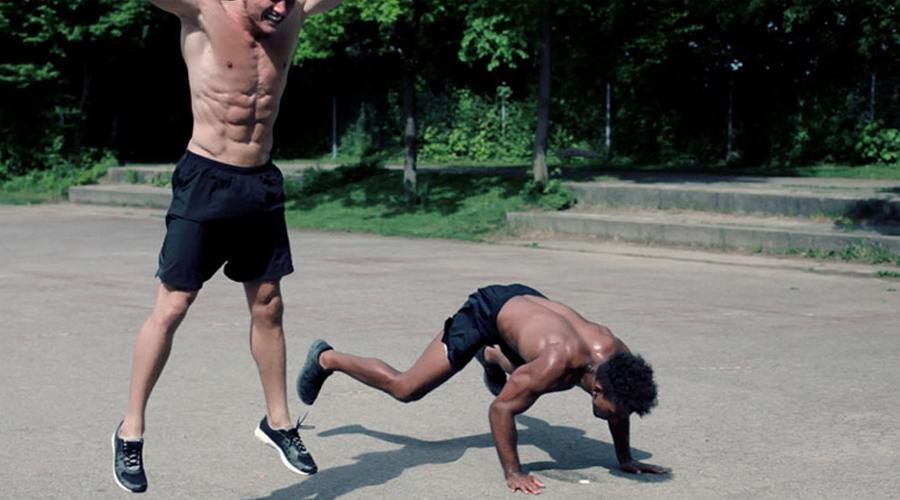 Метаболизм Интенсивные упражнения разгоняют метаболизм. После силовой тренировки уровень обмена веществ тоже растет, но возвращается через некоторое время к норме. Берпи же повышает метаболизм часов на десять-двенадцать: получившие нагрузку мышцы регенерируют на энергию, полученную из жировых запасов.
