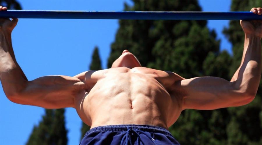 Подтягивания Уникальное упражнение, с помощью которого можно даже осанку выровнять. Подтягивания с собственным весом освоили полностью? Попробуйте постепенно увеличивать нагрузку при помощи специального пояса.