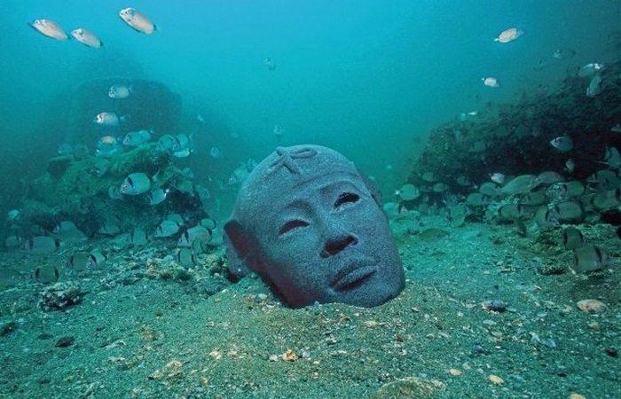 Гераклион Парис и Елена прятались здесь от Менелая, а Геракл начал из Гераклиона свое путешествие к Африканским берегам. Так, по крайней мере, гласили древние мифы. Но историкам никак не удавалось найти даже следа древнего города, хотя даже Троя была обнаружена Шлиманом. В начале 2000-х годов группа дайверов натолкнулась на затонувший город: оказалось, что легендарный Гераклион ушел под воду еще две с половиной тысячи лет назад.