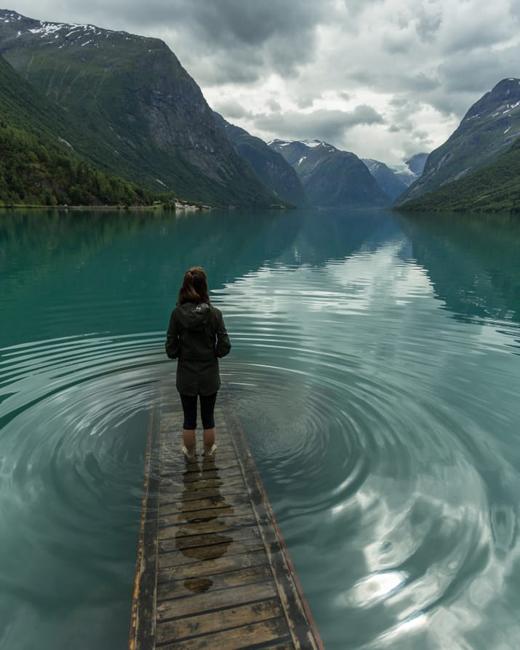 Иногда достаточно просто посмотреть на вроде бы спокойную гладь воды... Чтобы испугаться до дрожи!