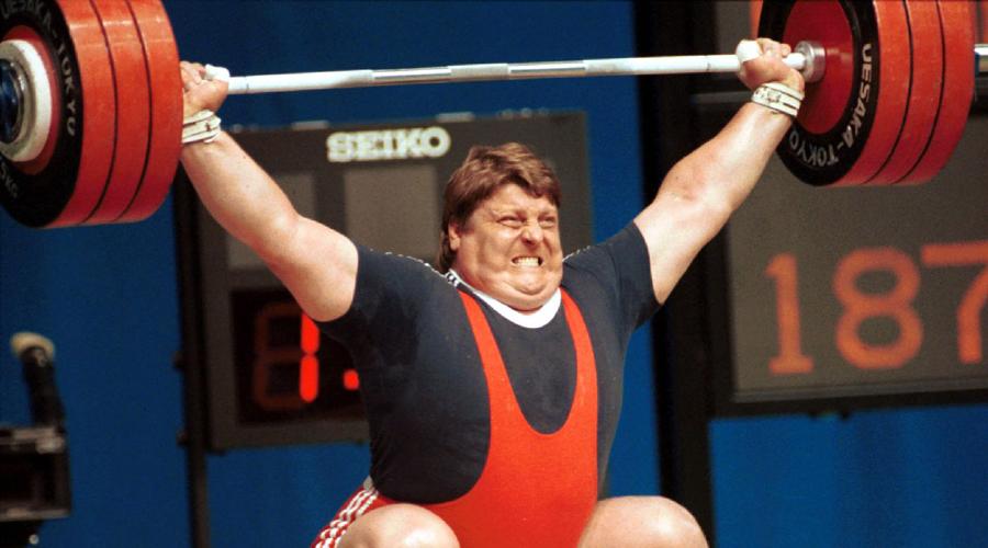 Тяжелая атлетика Леонид Тараненко не зря считается настоящей легендой тяжелой атлетики. Несмотря на то, что еще в 1983 году спортсмен случайно заразился стафилококком, он сумел вернуться на помост и даже побил свой собственный рекорд. На Кубке супертяжей в Канберре Тараненко толкнул 266 килограммов. Уму не постижимо!