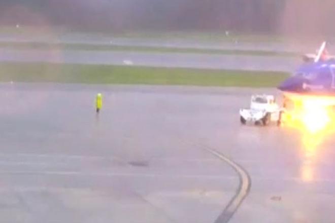 Кара небесная: сотрудник аэропорта получил ужасный удар молнии на глазах у друзей