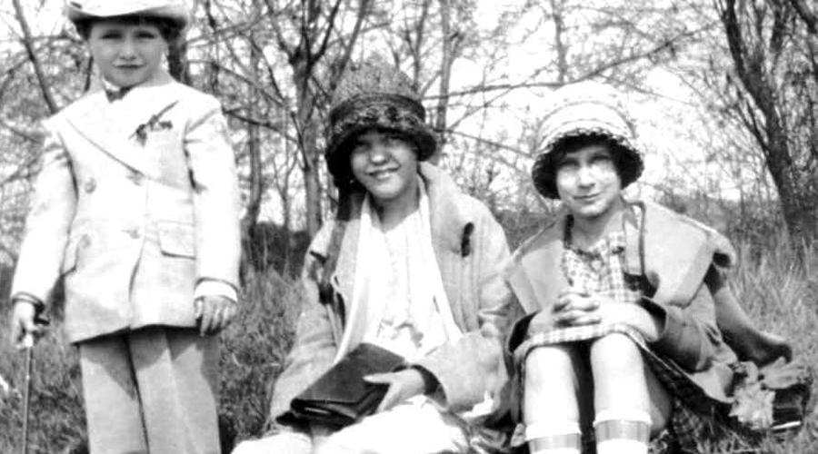 Конец психопата Полиция вышла на след маньяка 25 мая 1928 года. Фиш заманил к себе 18-летнего парня, Джерри Бадда, пообещав тому работу. Джерри привел с собой маленькую сестренку, так как ее было просто не с кем оставить. Вид маленькой невинной Грейс распалил кровавую жажду маньяка. Тело бедняжки нашли спустя несколько месяцев, а затем вышли и на самого Бруклинского вампира, который нагло остался жить в том же округе.