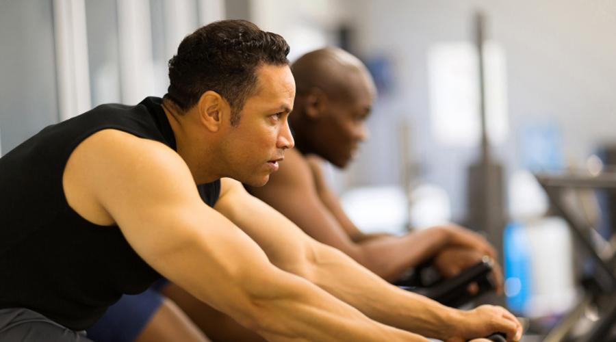 Велотренажер 111 калорий за 10 минут Не стоит смотреть на велотренажеры с пренебрежением. Это простое с виду упражнение великолепно справляется с лишними килограммами, главное не лениться и выставить нормальный режим. В среднем темпе вы будете сжигать более ста калорий всего за 10 минут, а получасовой тренировки хватит для того, чтобы почувствовать себя настоящим спортсменом.