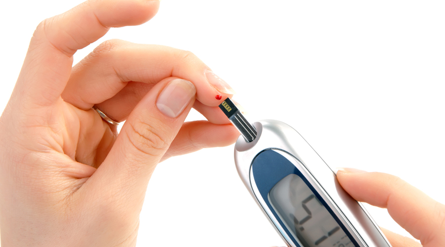 Глюкоза Норма: 3,5–6,5 ммоль/л Сахарный диабет вполне способен развиться и у взрослого человека. Поэтому так важно проверять уровень глюкозы хотя бы раз в год: резкий скачок будет говорить о том, что нужно срочно обратиться к врачу.