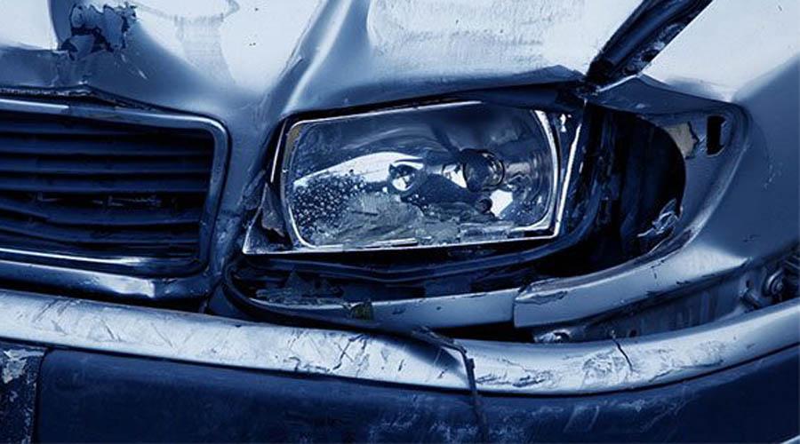 Карлос Камеджо 33-летний Карлос Камеджо попал в автомобильную аварию. Изломанное тело отвезли для осмотра к судебному коронеру. Тот сделал первый надрез и чуть не поседел, когда «труп» с криком поднялся на каталке.