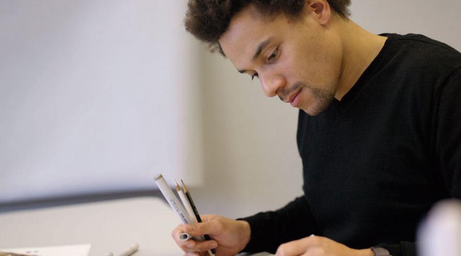 Искусство Да, искусство это тоже профессия. Искусственный интеллект не сможет заменить творца, разве что помочь ему в созидании шедевра.