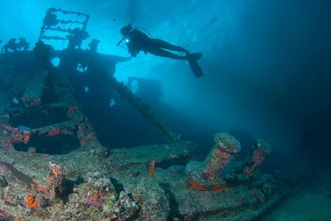 Подводное кладбище техники: американцы выбросили тысячи танков по воду