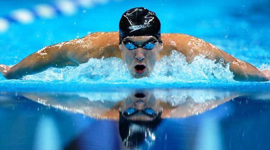 Плавание Майкл Фелпс, тот самый, что недавно соревновался с белой акулой, остается непревзойденным рекордсменом по плаванию. На счету Фелпса 28 золотых олимпийских медалей, что просто не оставляет шанса перебить его рекорд будущим спортсменам.