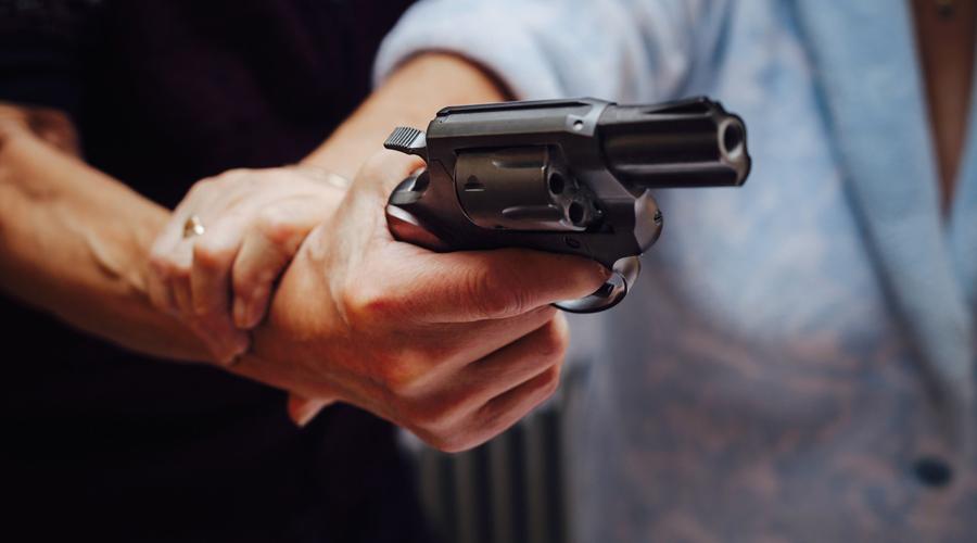 Chiefs Special Stainless М60 Странно, но малыш Smith&Wesson 38-го калибра стал самым опасным криминальным оружием мира. Достать его проще, чем автоматический пистолет, он точнее и прекрасно приспособлен к скрытому ношению.