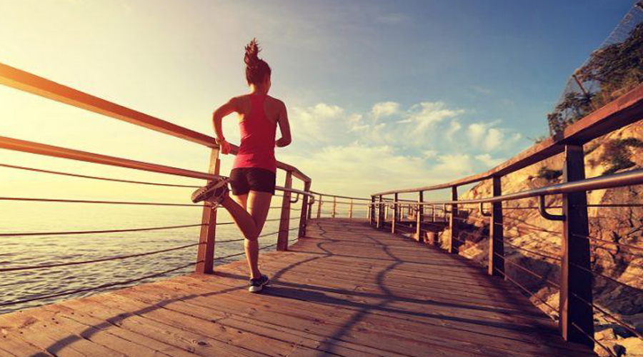 Интервальный бег 106 калорий за 10 минут Интервальный бег заставляет ваше сердце работать в усиленном ритме. Кроме того, на такой тренировке вы разгоняете и метаболизм, а значит будете худеть и после того, как вернетесь домой.