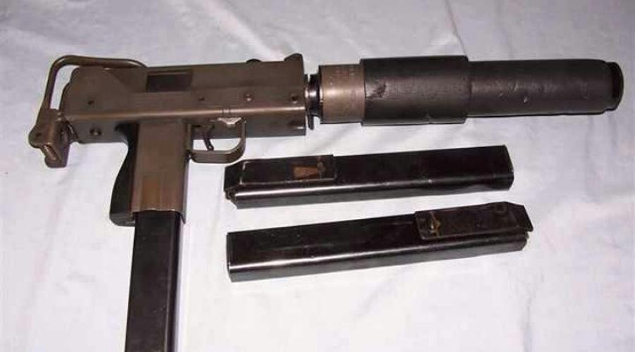 Ingram MAC10 Вопреки всему показанному в боевиках, MAC10 оружие крайне неудобное. Сравнительно невысокая масса пистолета-пулемета при стрельбе заставляет его трястись, будто в эпилептическом припадке — о прицельном выстреле речи вообще нет. Однако, детище американского оружейника Гордона Ингрема до настоящего момента активно используют многие банды.