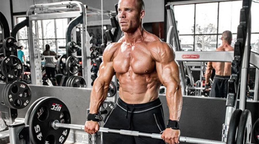 Становая тяга Это самое важное из всей пятерки базовых упражнений. Ее мало кто любит из-за сложности и тяжести, однако пренебрегать становой не стоит. Бедра, ягодицы, низ спины, прямые и боковые мышцы пресса, плечи и руки — упражнение задействует вообще все тело.