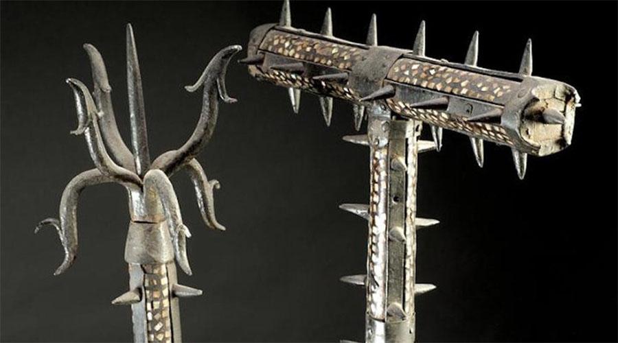 Содэгарами Усеянная шипами железная палка была оружием крестьянским и даже самурайский меч не мог противостоять воину с содэгарами. Умельцы просто ломали лезвия дорогих катан, а затем забивали гордых самураев насмерть, будто бешеных псов.