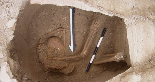 Судьба хананеев Согласно Ветхому завету, хананеи пришли с востока, а впоследствии были завоеваны и ассимилированы евреями. Новые доказательства, полученные из ДНК найденных недавно черепов, показывают, что все было не совсем так: ханаанская цивилизация уцелела и ее прямыми потомками являются современные ливанцы.