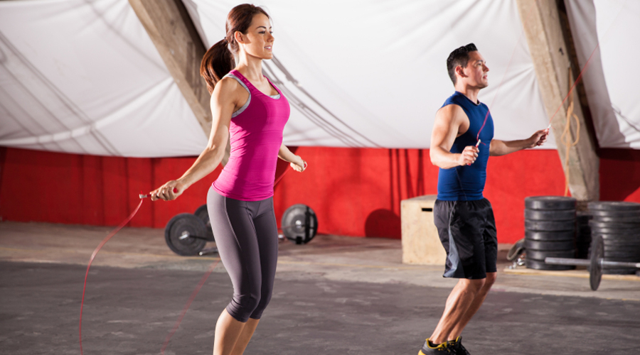 Скакалка 135 калорий за 10 минут Легко? Да вы просто никогда не пробовали нормально заниматься со скакалкой. А ведь это одно из лучших упражнений для быстрого сброса веса и не зря оно пользуется такой популярностью у боксеров.