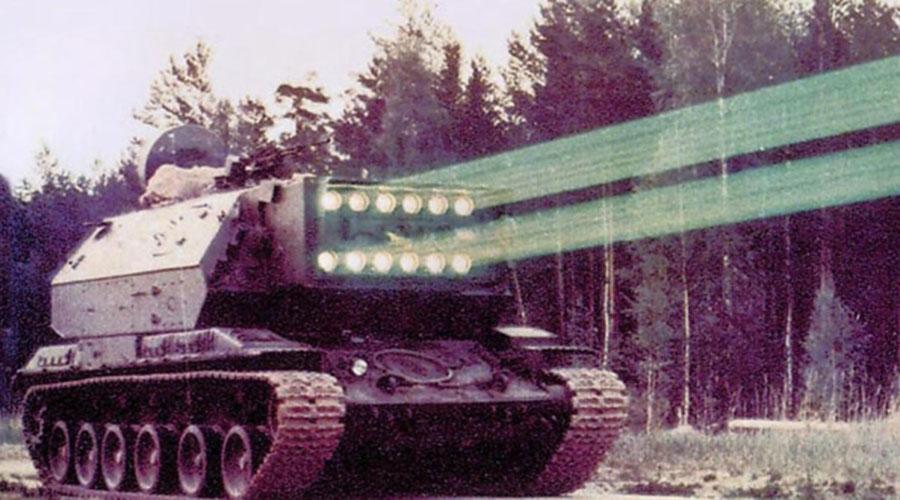 Лазерный танк Проект «Омега» разрабатывался во времена холодной войны. Советскому Союзу требовалось уникальное оружие, способное на большом расстоянии поражать воздушные цели потенциального противника. Инженеры ОКБ-9 сумели воплотить в жизнь максимально амбициозную идею: лазерную пушку с мощностью в 9 МДж. «Омегу» испытывали в 1972 году, затем был разработан новый комплекс, «Омега-2». Несмотря на успешно проведенные испытания, лазерную установку на вооружение отчего-то не приняли, а все данные по проекту засекретили.