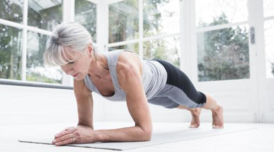 60-70 лет И сейчас не время сдавать позиции! Регулярные упражнения укрепят слабеющие мышцы тела и даже компенсируют хронические состояния таких серьезных заболеваний, как диабет. Идеальным спортом на закате жизни может стать водная аэробика и работа с собственным весом.