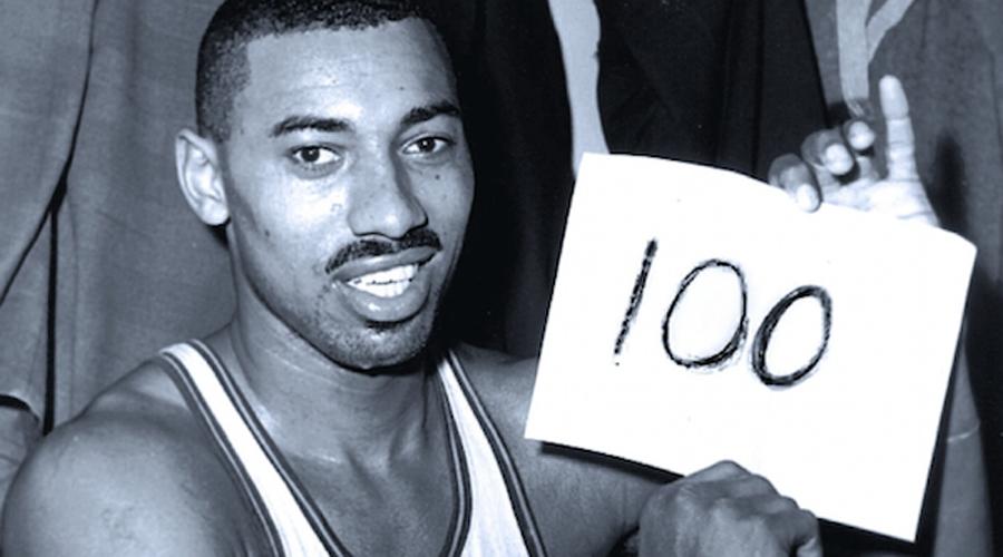Баскетбол Целые команды в современном баскетболе не могут повторить рекорда Уилта Чемберлена, установленный еще в 1962 году. За одну игру этот великолепный форвард реализовал 36 бросков и забил 28 штрафных, в общей сложности набрав целых 100 очков.