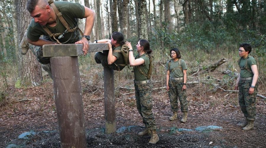 Силовой тренинг Силовой тренинг спецназовца продолжается четыре дня в неделю. Каждая из основных групп мышц разрабатывается по отдельности, дополняемая упражнениями на пресс.