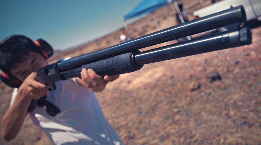 Mossberg 500 Старичок Mossberg выпускается с 1961 года, что не мешает ему оставаться простым и очень эффективным оружием. Его использует американская полиция, его же чаще всего берут на дело американские грабители, особенно в глубинке.