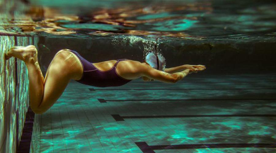 Плавание 116 калорий за 10 минут Идеальное упражнение для тех, кто не просто хочет похудеть, но и заодно прокачать верхнюю часть тела. Видели, какие плечи у пловцов?