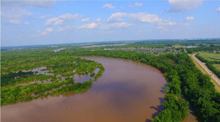 Красная река Река пересекает несколько южных штатов Америки. Течения здесь опасны и очень непредсказуемы. Человек, рискнувший окунуться в воды Красной реки должен быть готов ко встрече с внезапно появившимся водоворотом: такой способен в долю секунды утянуть на самое дно.