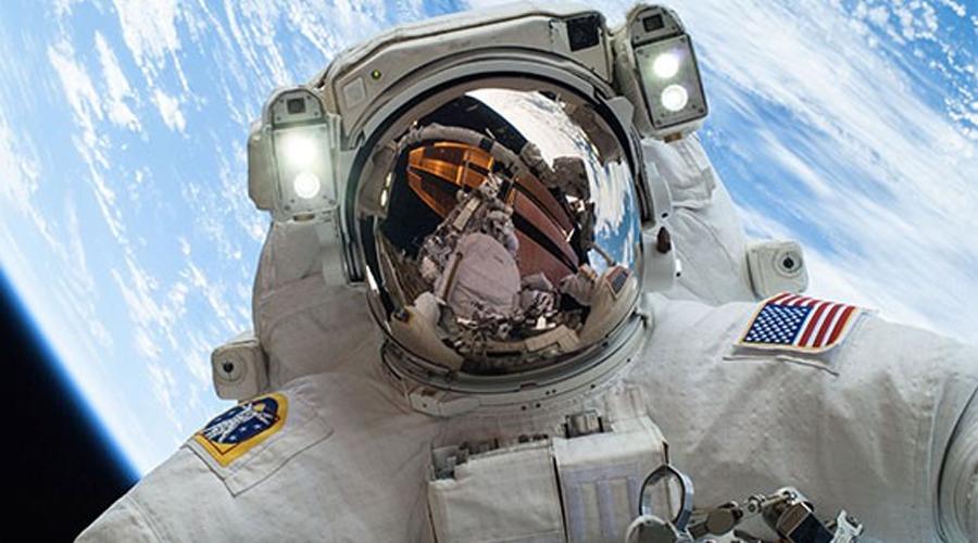 Космонавтика Еще десять лет назад космос осваивали только на государственном уровне. Сегодня же все больше частных компаний выходит на этот рынок, соответственно растет спрос и на специалистов по освоению космоса.