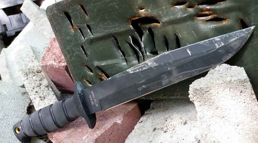 Ontario SP6 Fighting Knife Своего рода уважительный поклон в сторону знаменитого ножа Боуи, который буквально вошел в американский фольклор. SP6 — суровый боец, способный рубить и колоть с одинаковой эффективностью.