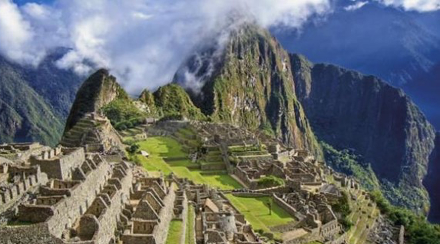 Чокекирао На языке народа кечуа Чокекирао переводится как «Золотая колыбель». Этот древний город инков обнаружили только в 1970-х годах, а большинство туристов не знают о нем до сих пор. Чокекирао архитектурно очень схож со знаменитым Мачу-Пикчу и расположен высоко в горах. Попасть сюда непросто: двухдневный поход по джунглям туристов отчего-то не привлекает.