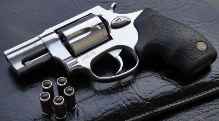 Taurus LOM-13 Эта модель производится на бразильском оружейном заводе Forjas Taurus S.А. Выглядит копией огнестрельного брата, Taurus Model 905. Пять патронов, эргономичная рукоять, точный, надежный. Самое главное, прекрасно подходит для скрытного ношения.