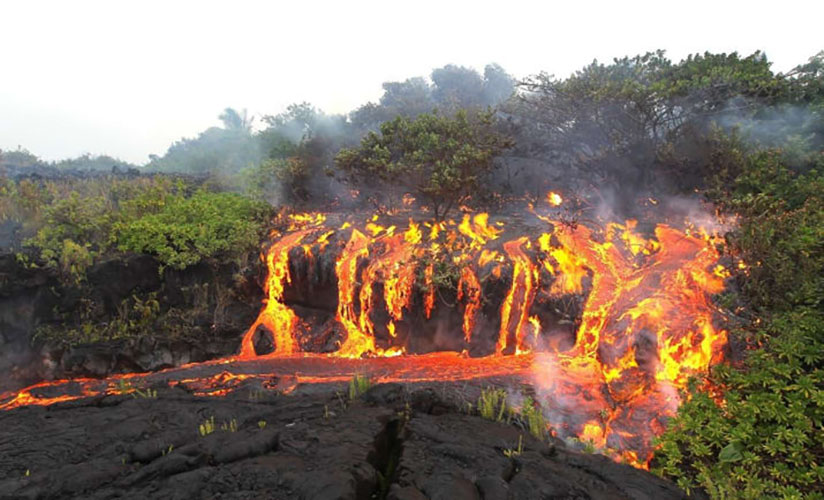 Адский лавопад Этот огненный водопад похож на иллюстрацию к «Божественной комедии» Данте Алигьери. Температура лавы настолько высока, что при соприкосновении с водой происходит настоящий взрыв.