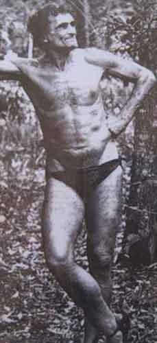 Возвращение блудного сына Путешествие длиной в 600 километров чуть было не стоило Михаилу жизни. В 1959 году местные жители обнаружили истощенного мужчину в джунглях Новой Гвинеи. Из госпиталя связались с отцом, тот прилетел и забрал сына домой, откуда тот сбежал буквально через две недели.