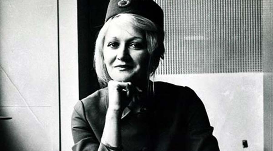 Амортизация Думаете, выжить невозможно? В 1972 году сербская стюардесса Весна Вулович пролетела как раз 10 километров и упала на горный склон. Она отделалась парой переломов! Правда, девушке повезло: падала она зажатой между телом мертвого пассажира и креслом, которое амортизировало удар.