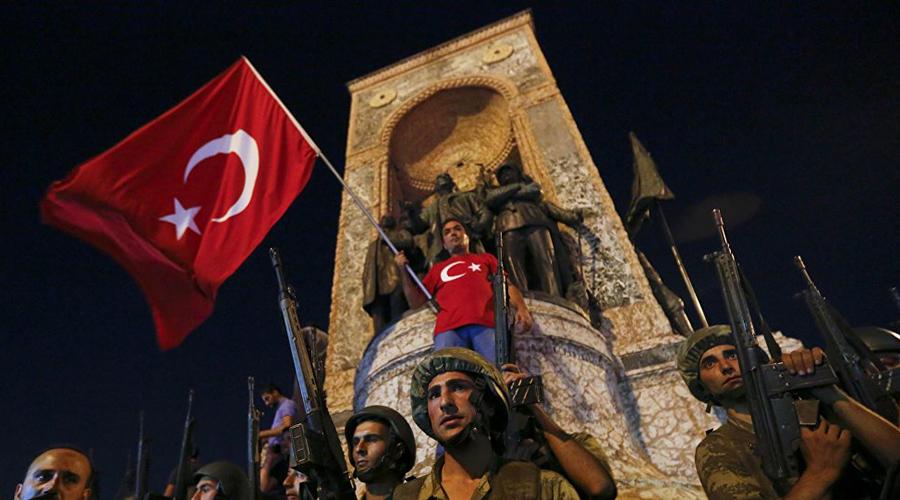 Формирование народности В 1327 году многие области современной Турции заговорили на тюркском. Персидский язык постепенно уходил в прошлое и к концу века турецкий народ сформировался полностью. Ученые полагают, что 70% населения современной Турции — потомки турков-сельджуков, и лишь 30% — коренное население этой местности.