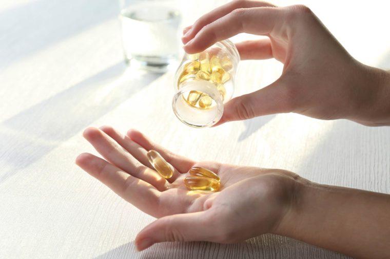 Витамин B6 Нет ни одного доказанного врачами полезного свойства витаминов В6. Вернее, витамин-то конечно полезен, но его ежедневную норму мы и так получаем из пиши. Вводить в рацион дополнительные дозы совершенно незачем.