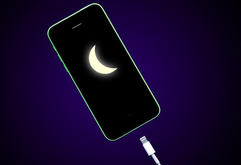 Обратная ситуация: у вас не получается выключить смартфон. Вместо выключения он открывает разные приложения, включает подсветку и тому подобное.