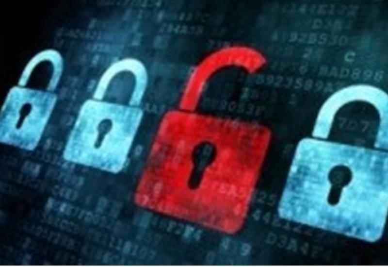 В журнале вызовов появились неизвестные номера. Или же вы получаете СМС-сообщения от знакомого абонента, но они выглядит странно – например, начинаются с бессмысленного набора букв или даже символов, таких как квадратики. Скорее всего, сообщения посылает хакер. Откроете сообщение – и ваш смартфон сам загрузит вирусную программу. Откуда злоумышленник узнал ваш номер? Возможно, он уже взломал смартфон вашего знакомого и использует его список контактов.