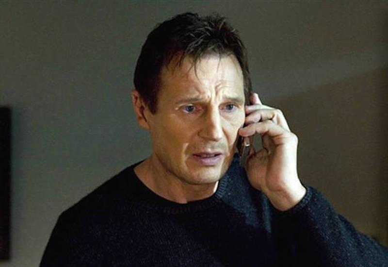 При телефонном разговоре возникают помехи или эхо. Либо вам звонят и тут же «кладут трубку». Это не всегда вызвано неполадками в сети оператора: не исключено, что кто-то активно пытается войти в ваш смартфон.